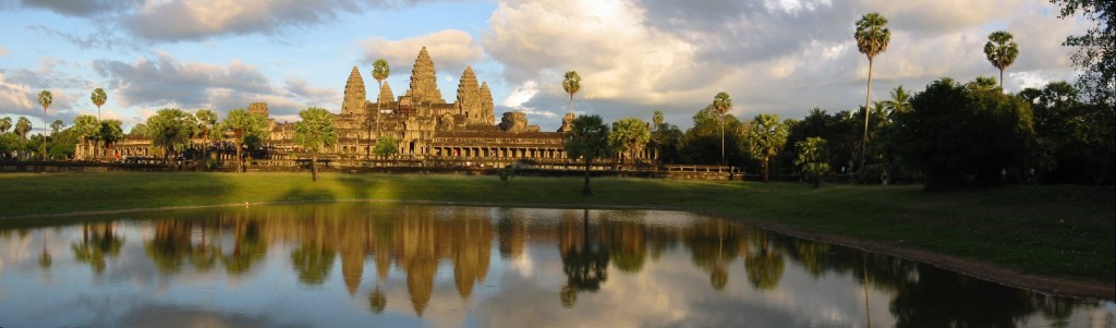 Evening_view_of_Angkor_Wat_Temple,_Angkor,_Cambodia